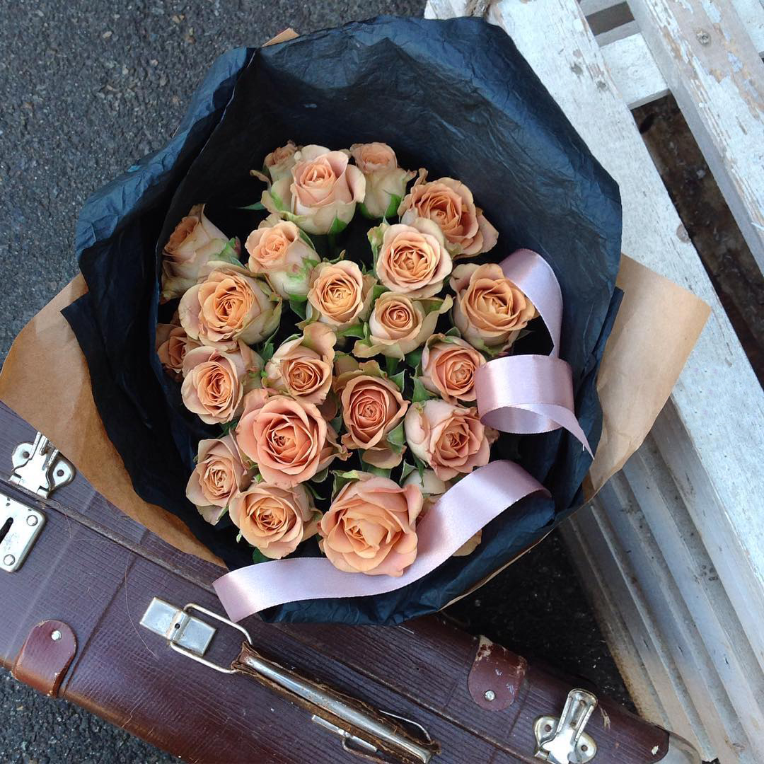19 кофейных роз в букете Кофейные розы Кофейные Venus in Fleurs