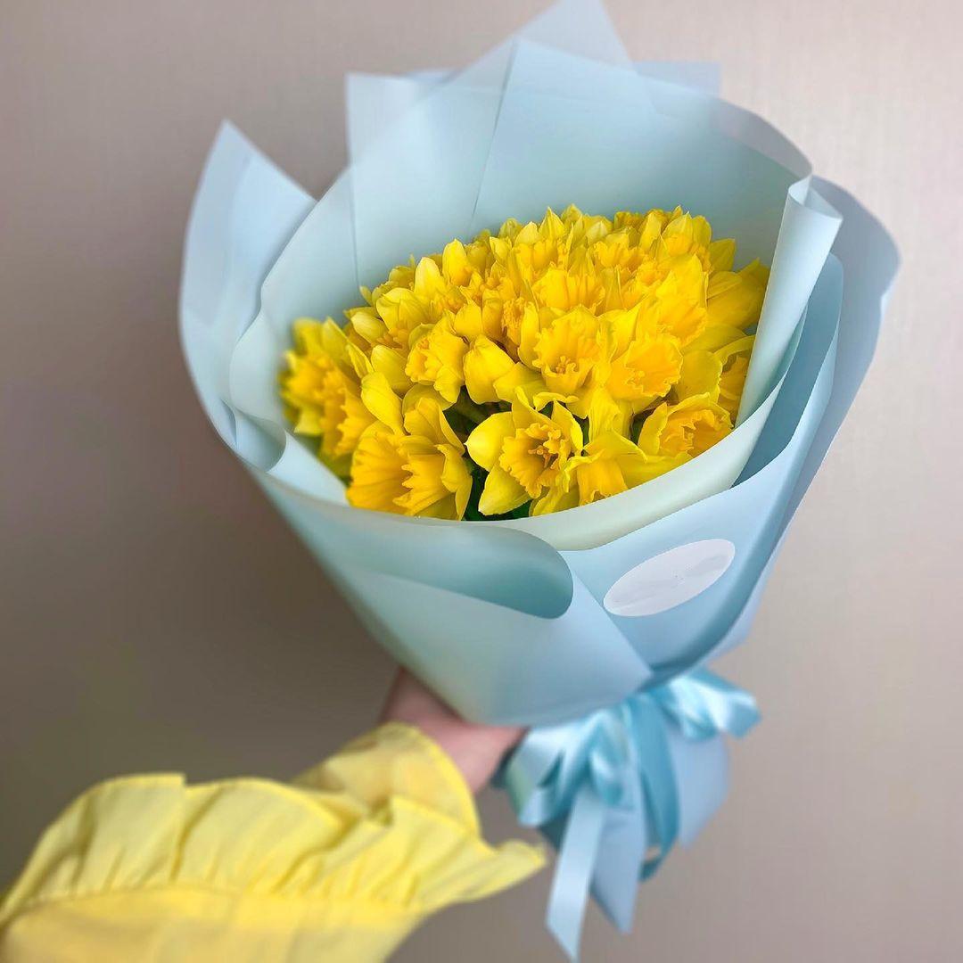 9 желтых нарциссов в букете Нарциссы Желтые