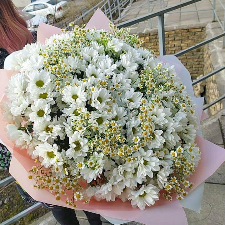 Ромашки с хризантемами в букете Ромашки Белые