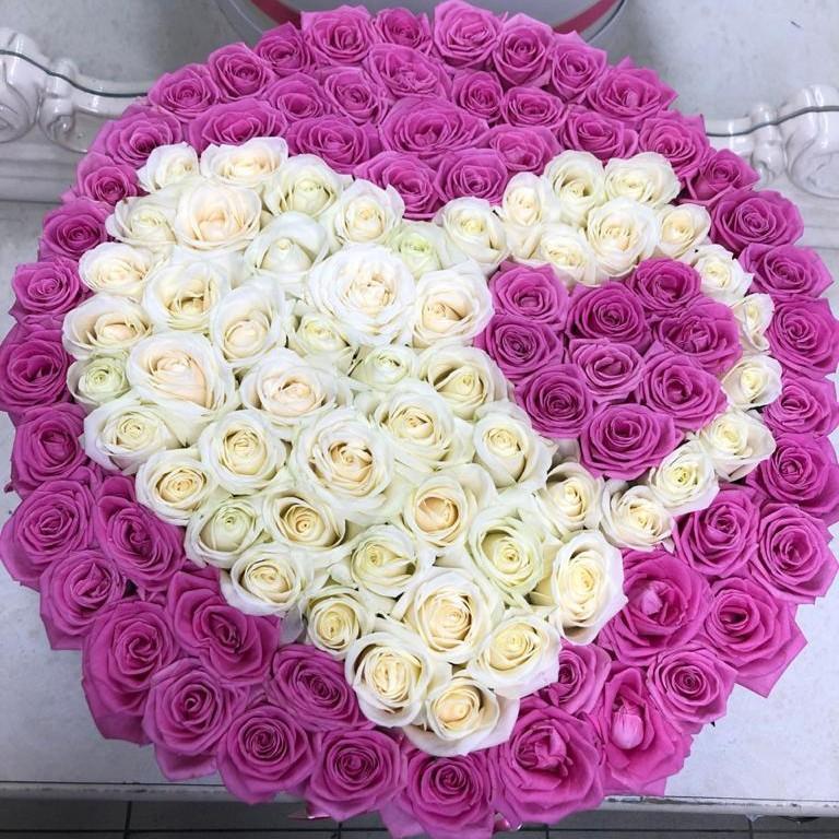 Розовые розы с двумя сердцами 101 роза в коробке Розовые Venus in Fleurs