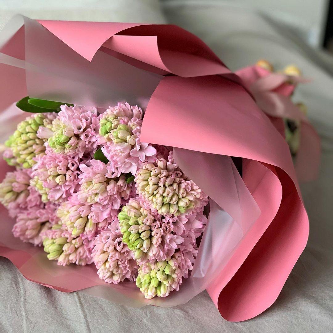 9 розовых гиацинт в букете Гиацинты Розовые Venus in Fleurs