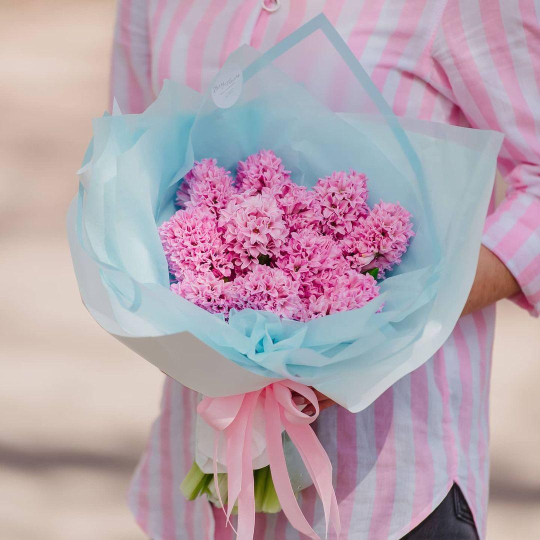 19 ярко-розовых гиацинт в букете Гиацинты Розовые Venus in Fleurs