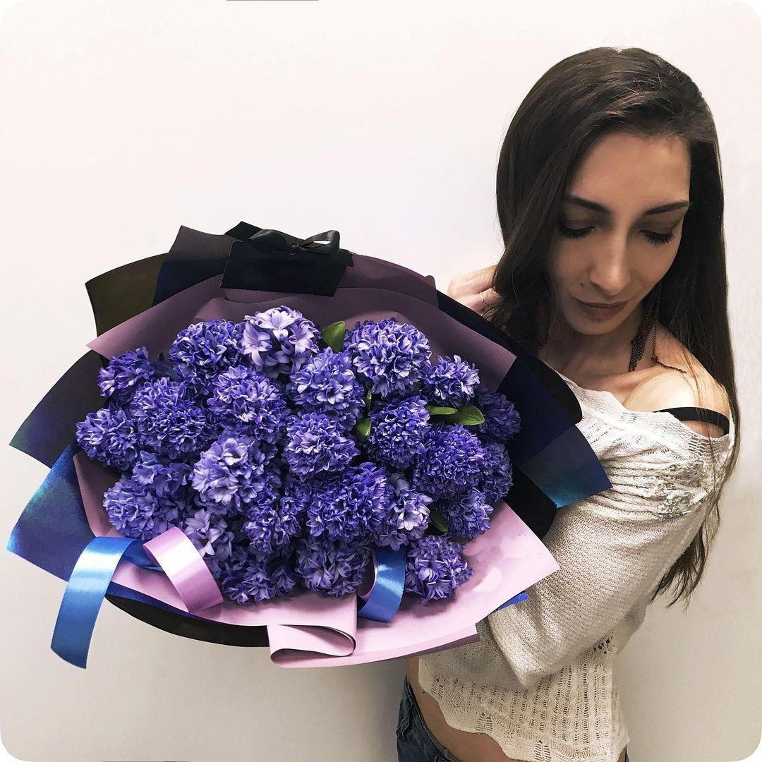 19 ярко-синих гиацинт в букете Гиацинты Синие Venus in Fleurs
