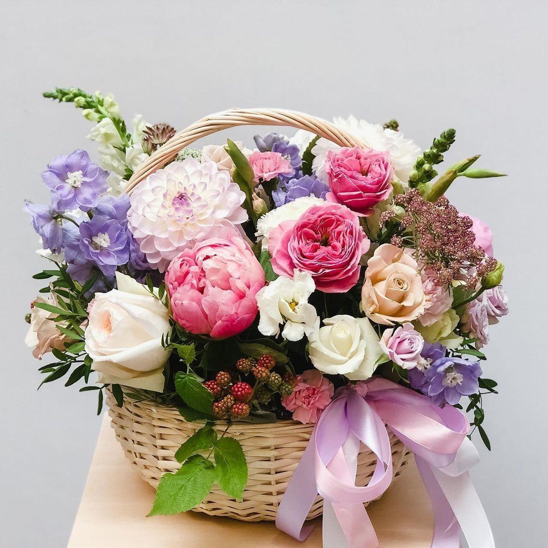 51 корзина с георгинами, пионами и розами Георгины Розовые Venus in Fleurs