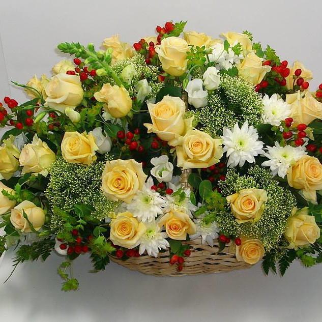 Персиковые розы с хризантемой в букете Трахелиум Белые Venus in Fleurs