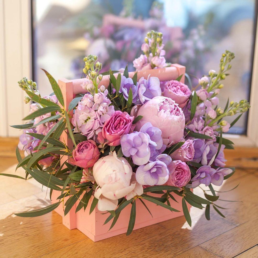 Пионы в кашпо Букеты в ящике Розовые Venus in Fleurs
