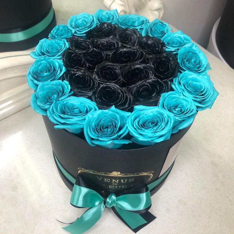 Черные розы с бирюзовой окантовкой Бизнес-букеты Синие