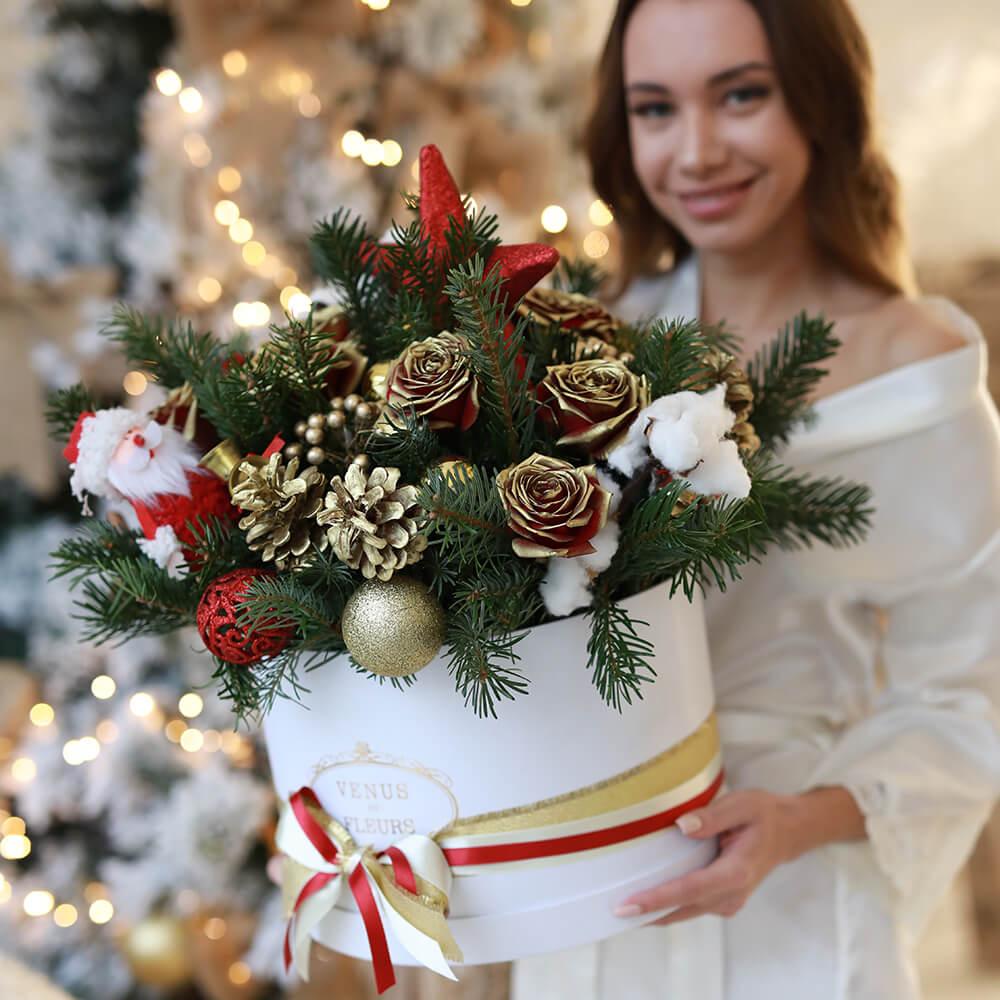 Букет на новый год Gold Roses Новый год Красные