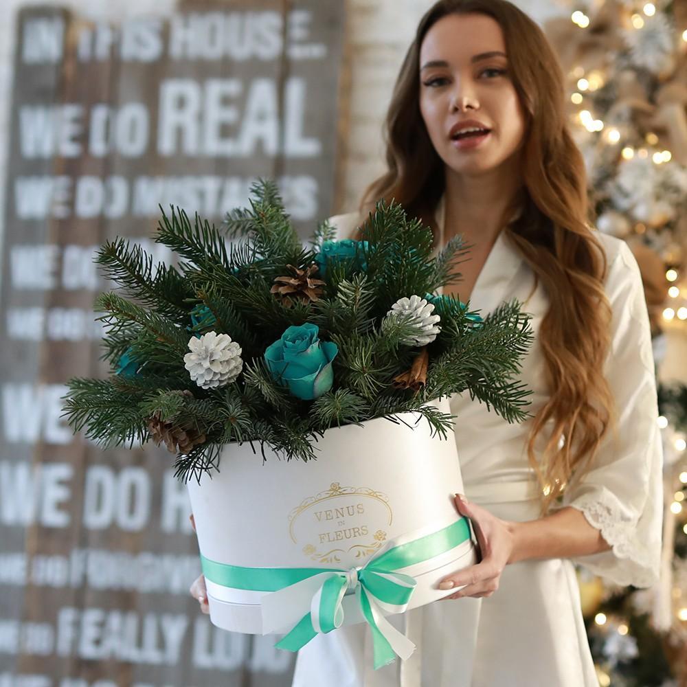 Необычный новогодний букет Новый год Белые Venus in Fleurs