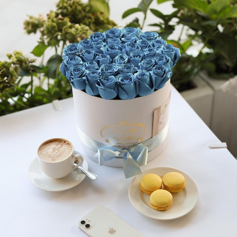 """Голубые розы в коробке """"Sky Roses"""" Бизнес-букеты Голубые Venus in Fleurs"""