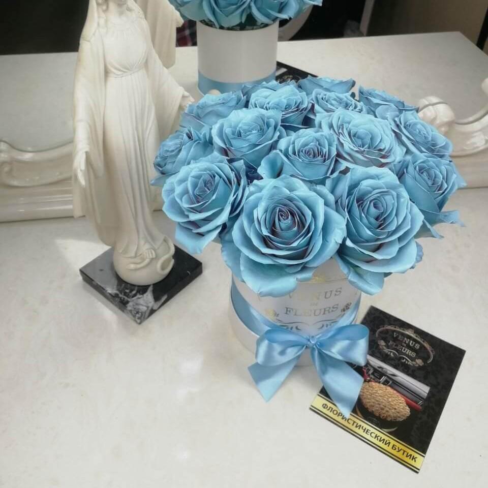 """Голубые розы в коробке """"Sky Roses"""" Голубые розы Голубые Venus in Fleurs"""