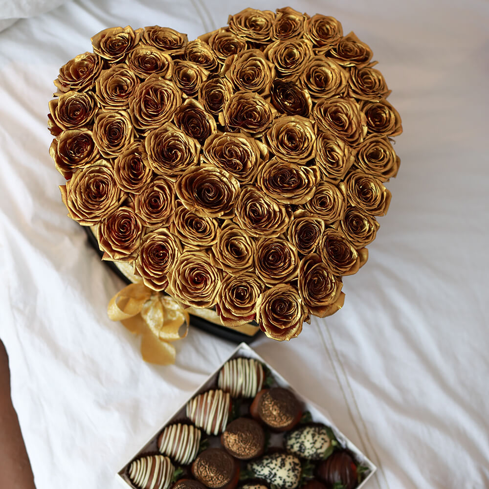 Золотые розы в коробке - сердце Розы в коробке Золотые Venus in Fleurs