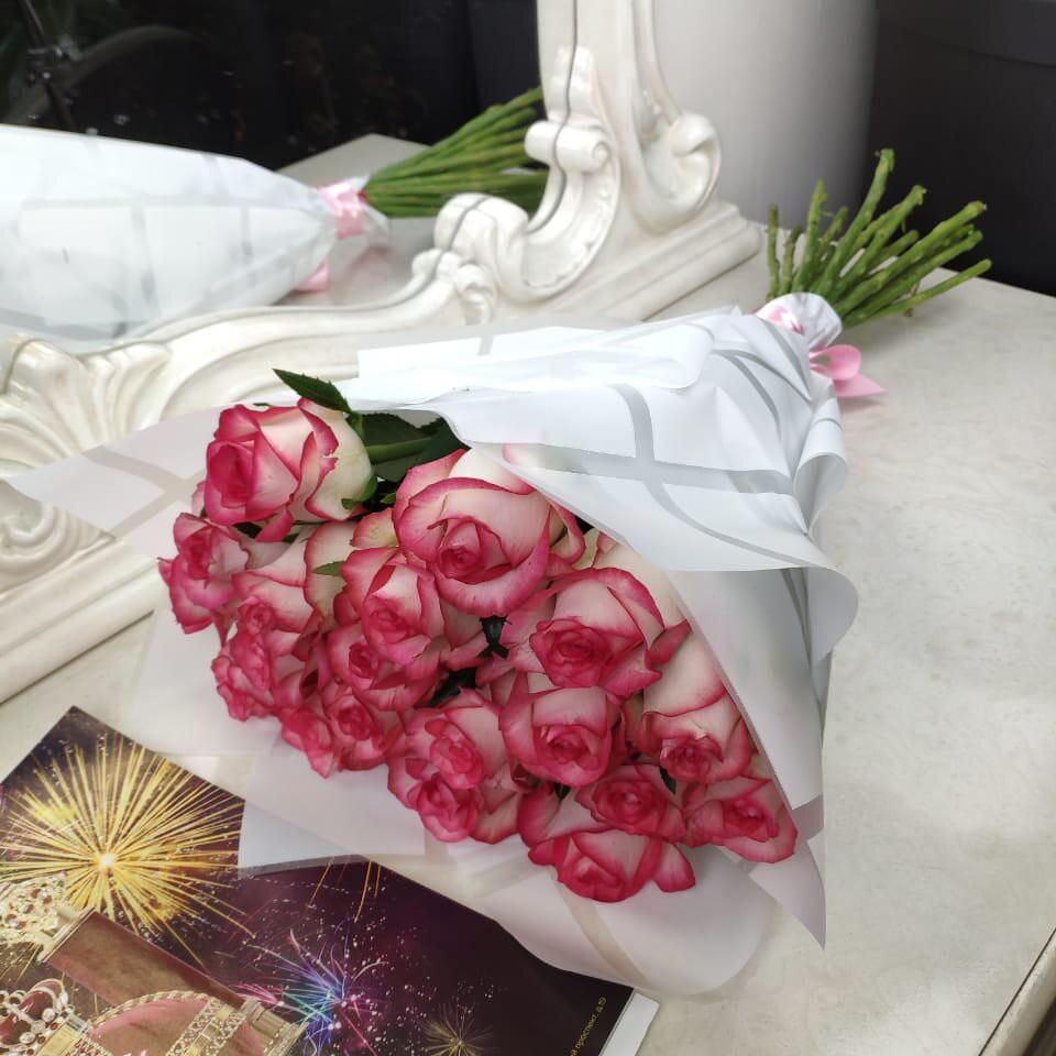 Букет розовых роз от 9 шт. - 60 см. Бизнес-букеты Розовые Venus in Fleurs