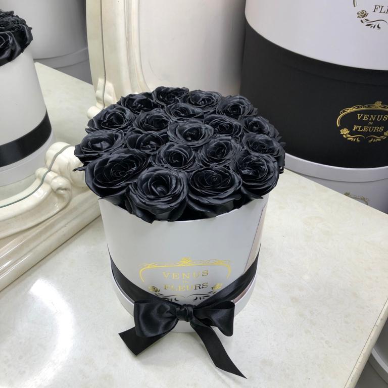 Черные розы в коробке Розы в коробке Черные Venus in Fleurs