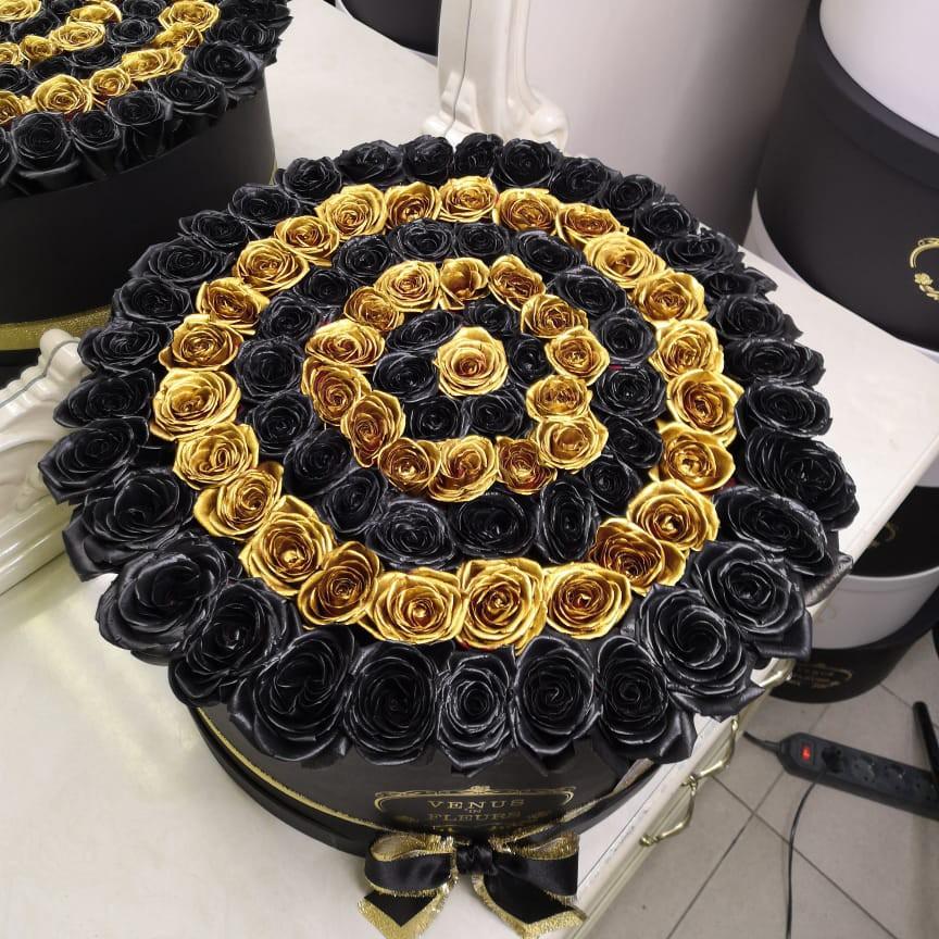 Черные розы в коробке с золотыми - Eleganzza Spiral Розы в коробке Золотые Venus in Fleurs