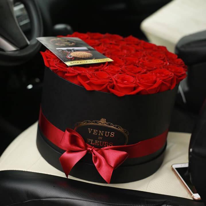 Красные розы в коробке Бизнес-букеты Красные