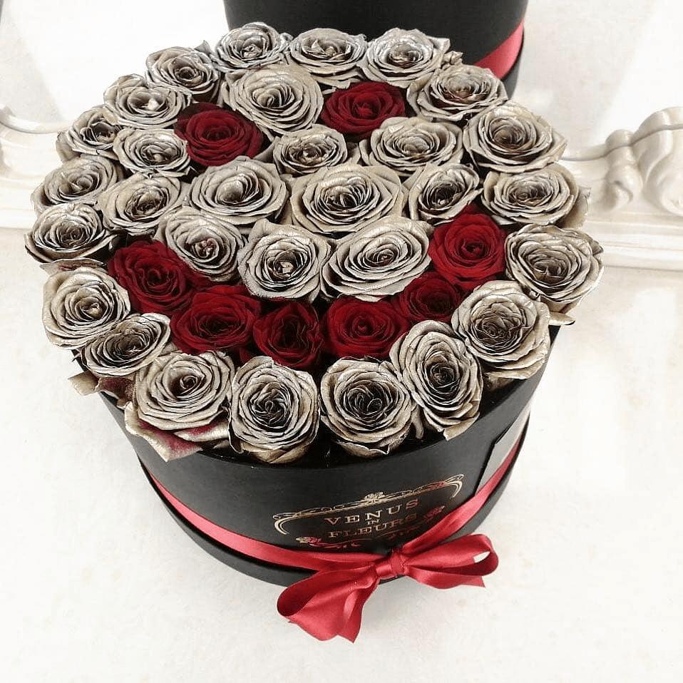 Золотые розы в коробке - Gold Smile Розы в коробке Красные Venus in Fleurs
