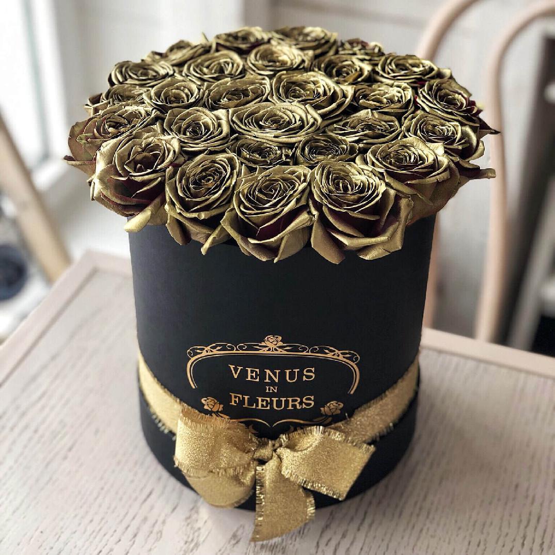 Золотые розы 29 шт. Розы в коробке Золотые Venus in Fleurs