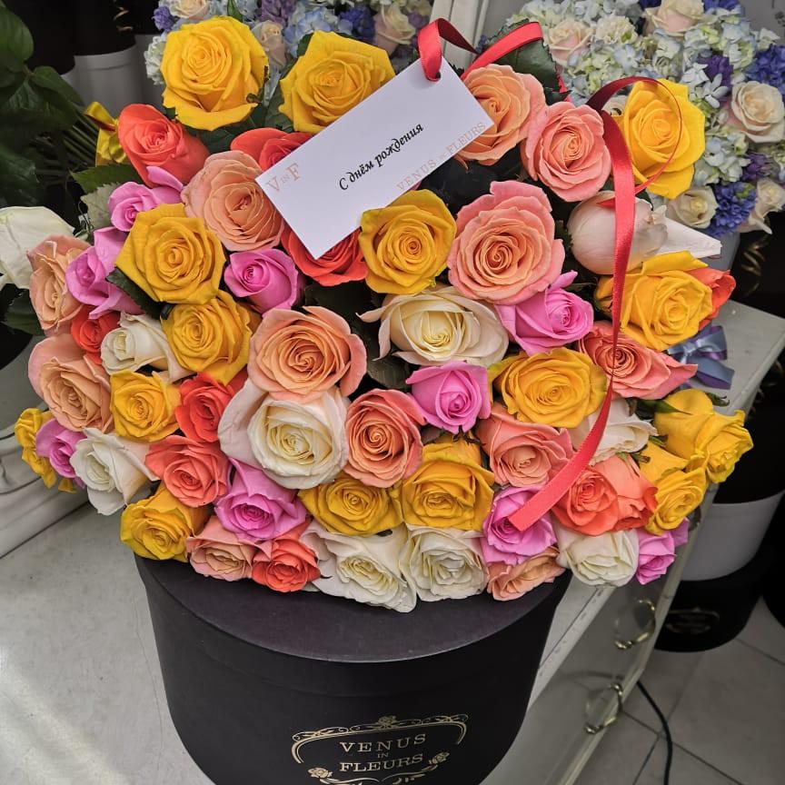 Букет из разноцветных роз от 19 шт. Букеты Красные Venus in Fleurs