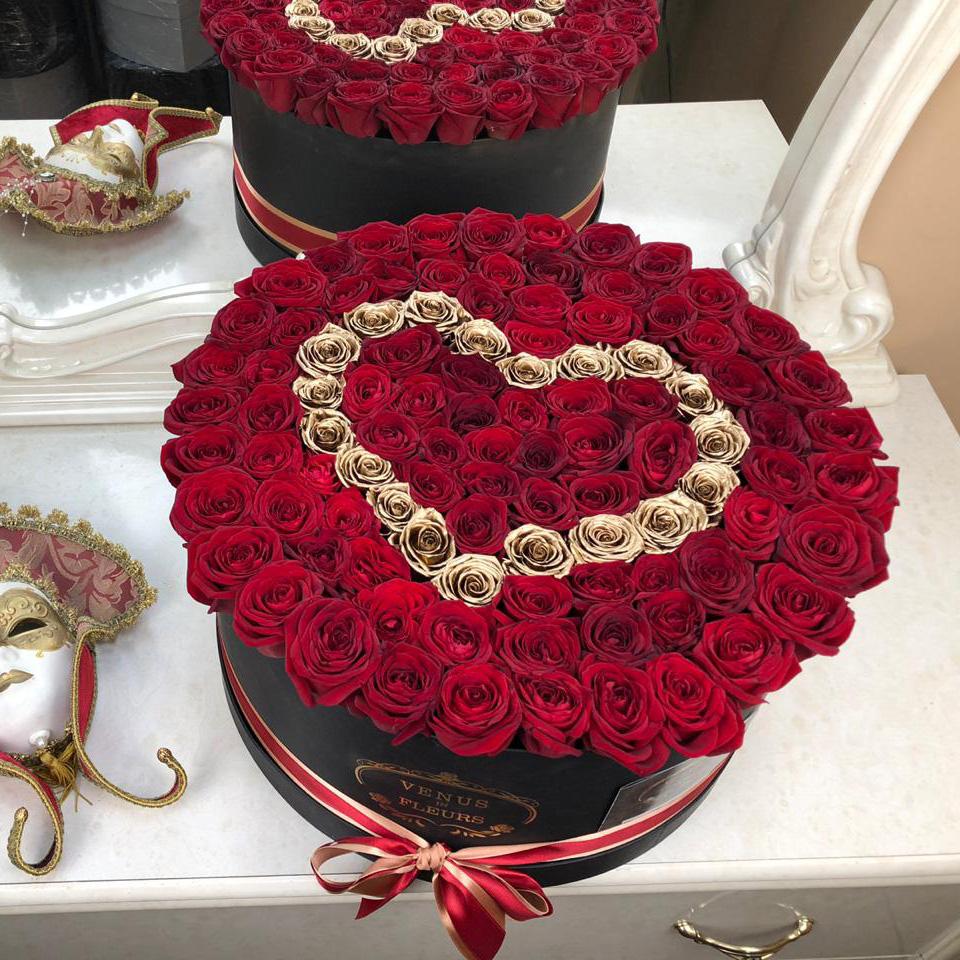 Букет комплимент Розы в коробке Красные Venus in Fleurs
