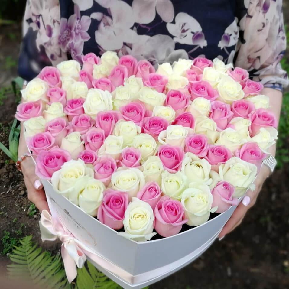 Букет нежных роз Розы в коробке Розовые Venus in Fleurs