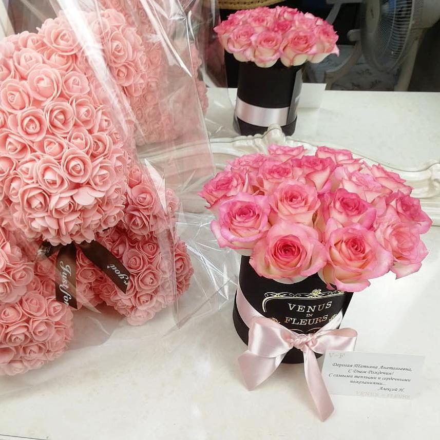 Букет роз в коробке Бизнес-букеты Розовые Venus in Fleurs