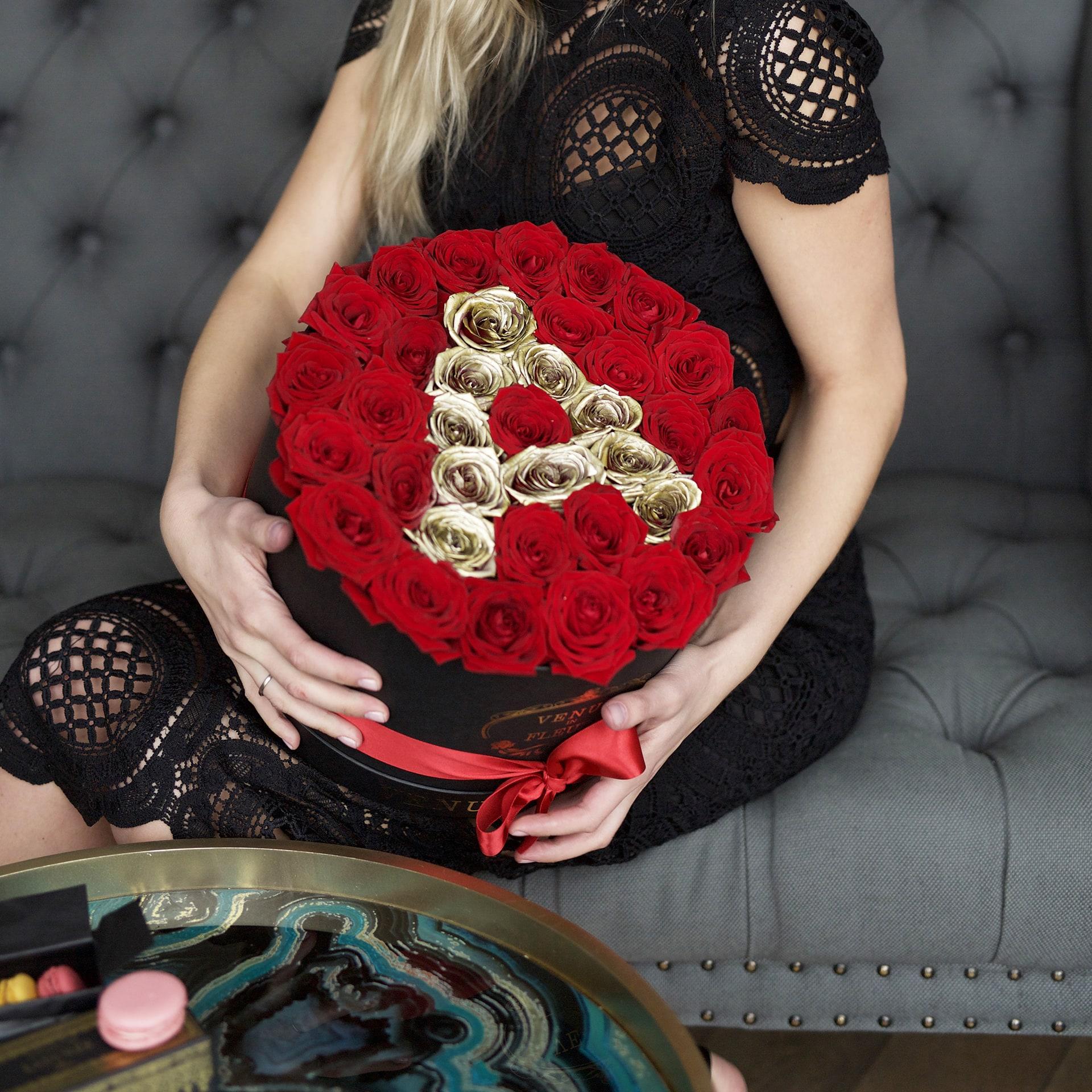 Красные розы с буквой Бизнес-букеты Красные