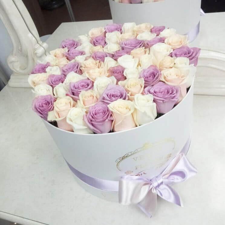 Необыкновенные цветы 51 шт. Бизнес-букеты Фиолетовые Venus in Fleurs