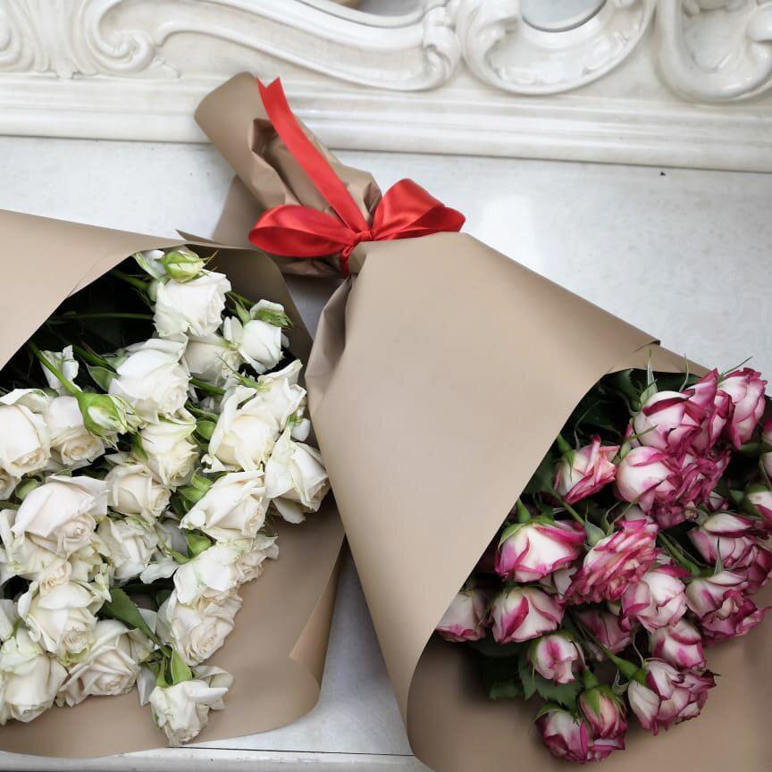 19 кустовых роз - 60 см. Бизнес-букеты Розовые Venus in Fleurs