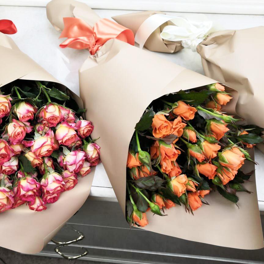19 кустовых роз - 60 см. Бизнес-букеты Розовые