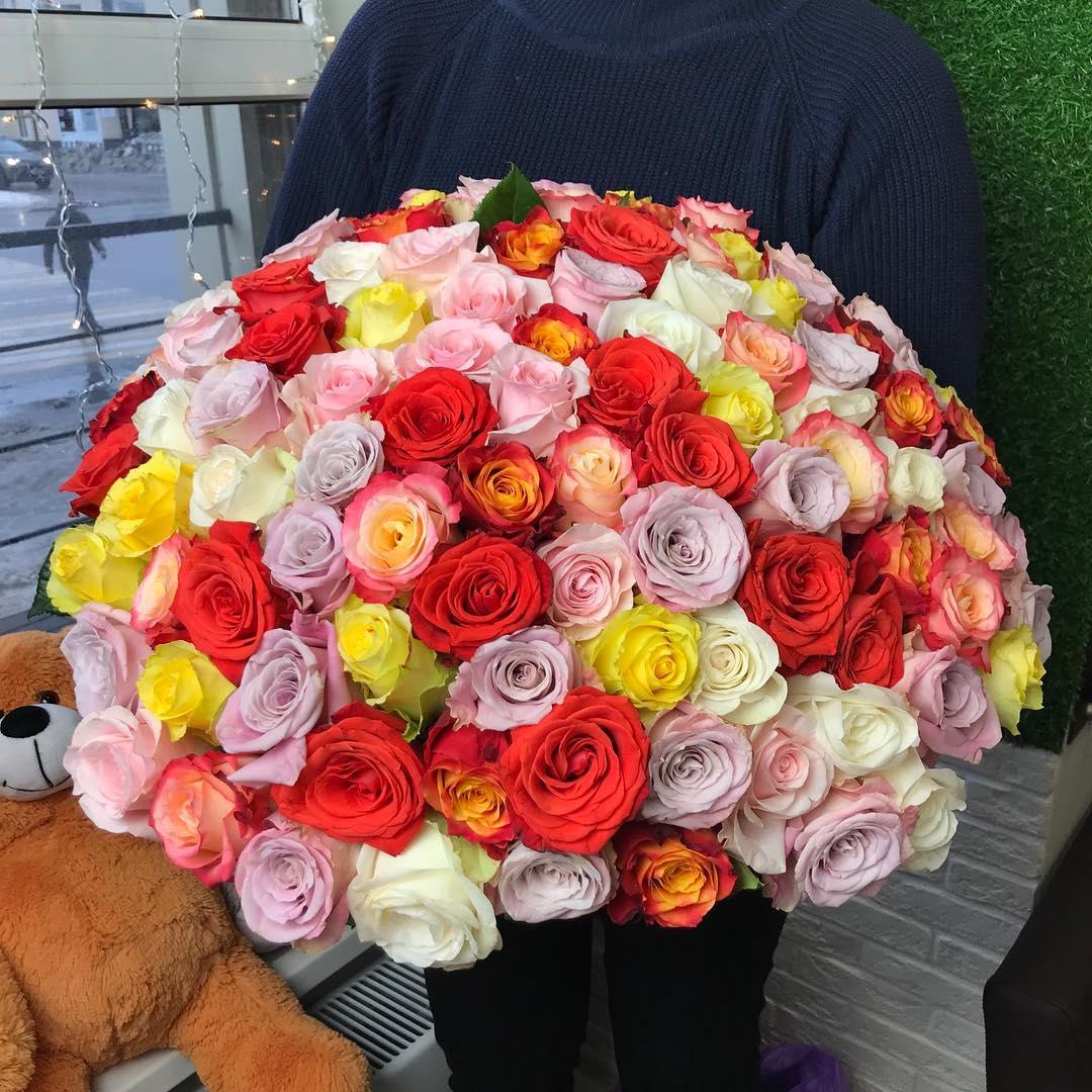 Букет из разноцветных роз от 19 шт. Букеты Красные