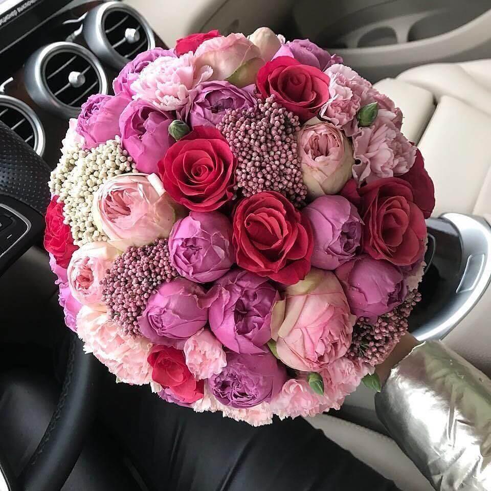"""Букет из пионовидных роз """"Margaret Marguerite"""" Букеты Красные Venus in Fleurs"""