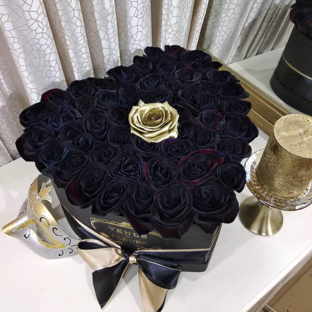 Черные розы в коробке - сердце Розы в коробке Золотые Venus in Fleurs