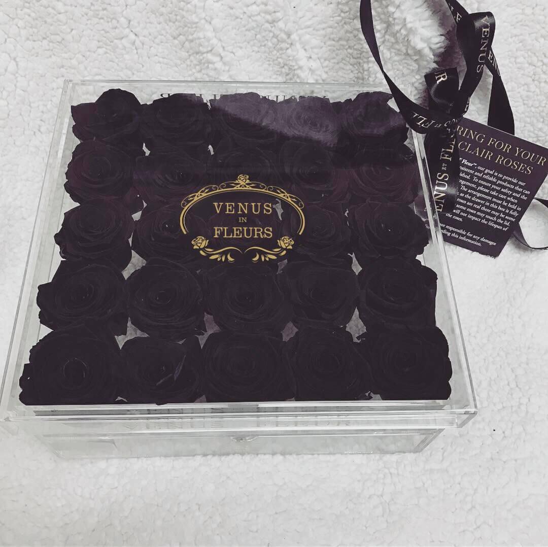 Черные розы в кубе Цветы в стеклянной коробке Черные Venus in Fleurs