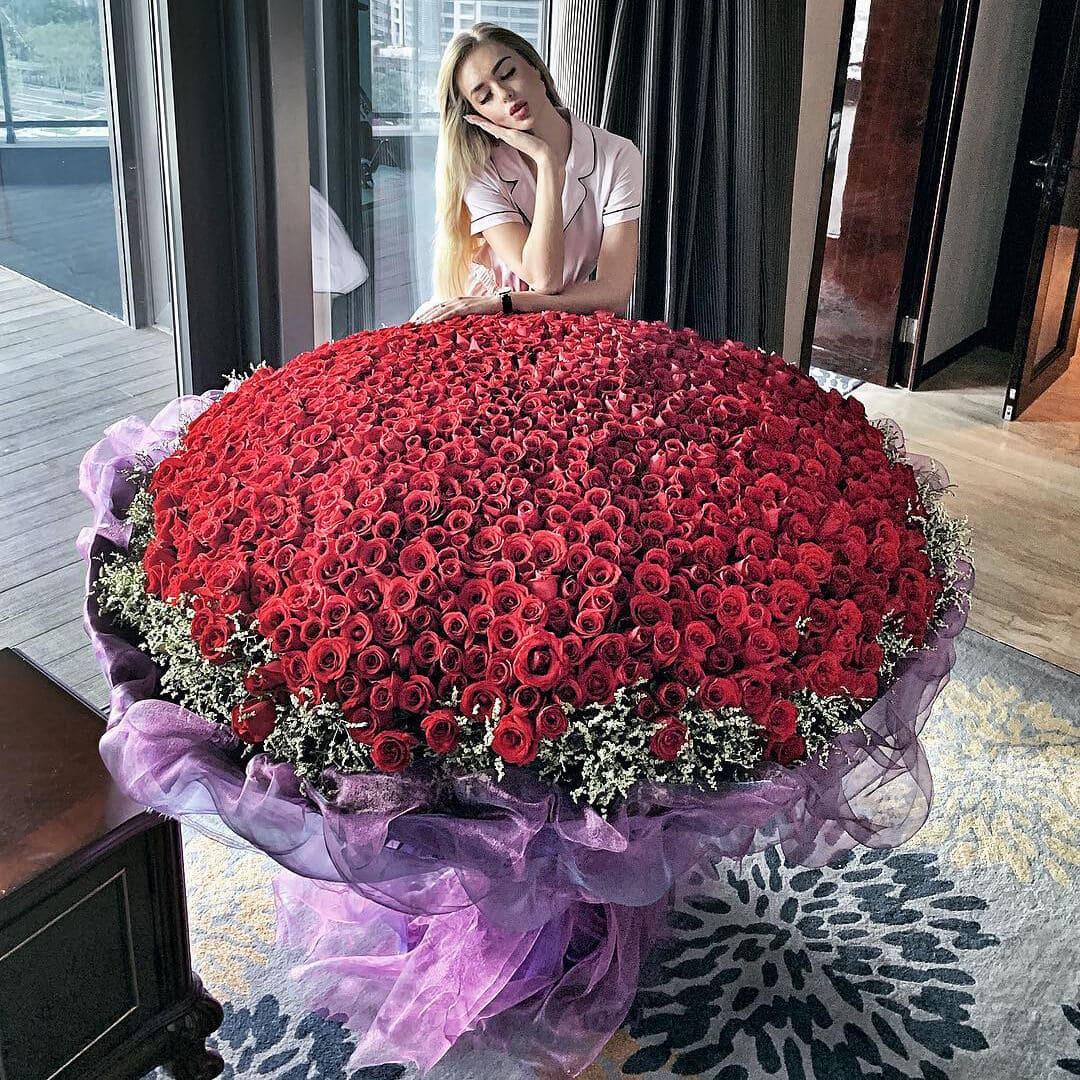 Roses - Saint Petersburg Бизнес-букеты Красные Venus in Fleurs