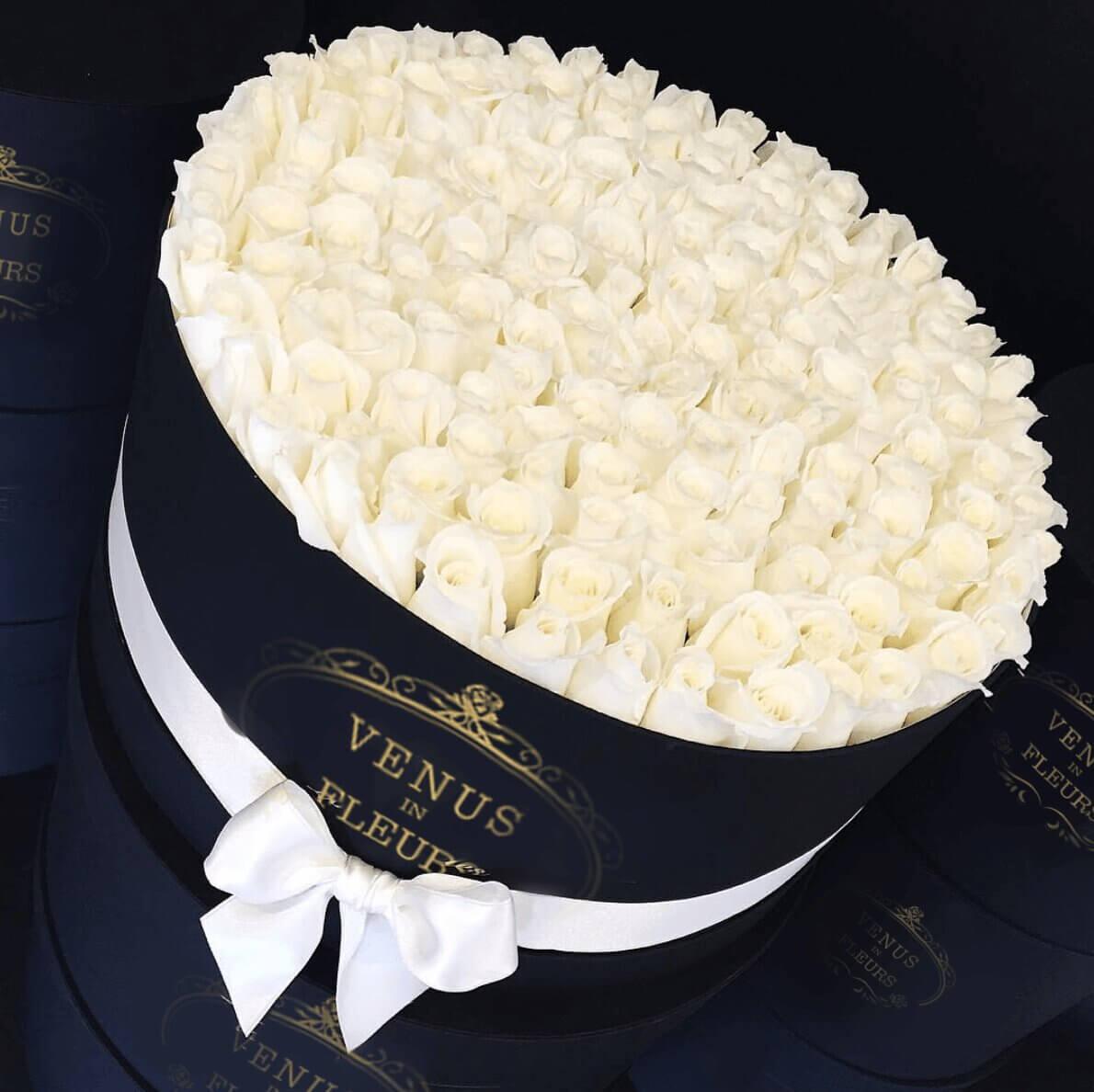 Белые розы в коробке от 81 шт. Розы в коробке Белые Venus in Fleurs