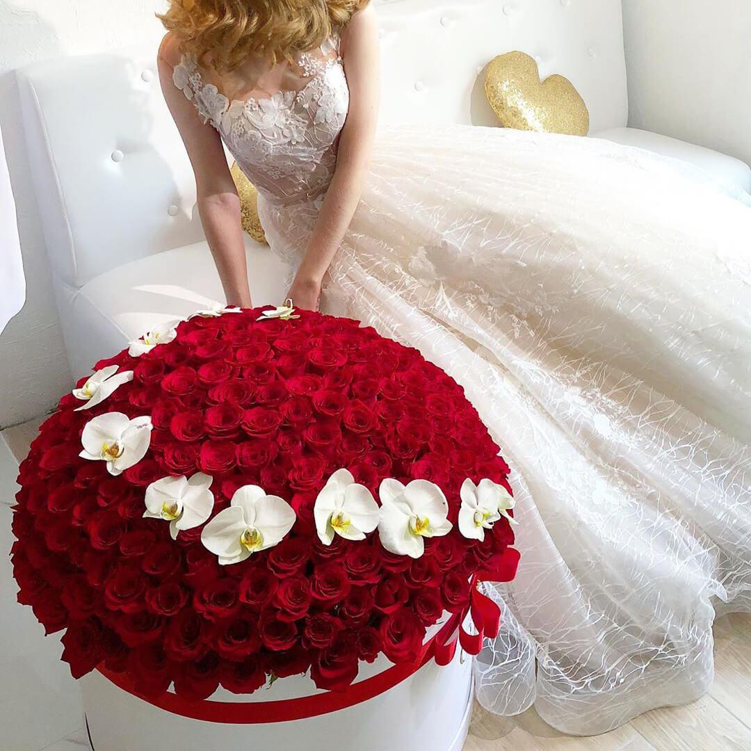 301 роза ВИП букеты Красные Venus in Fleurs