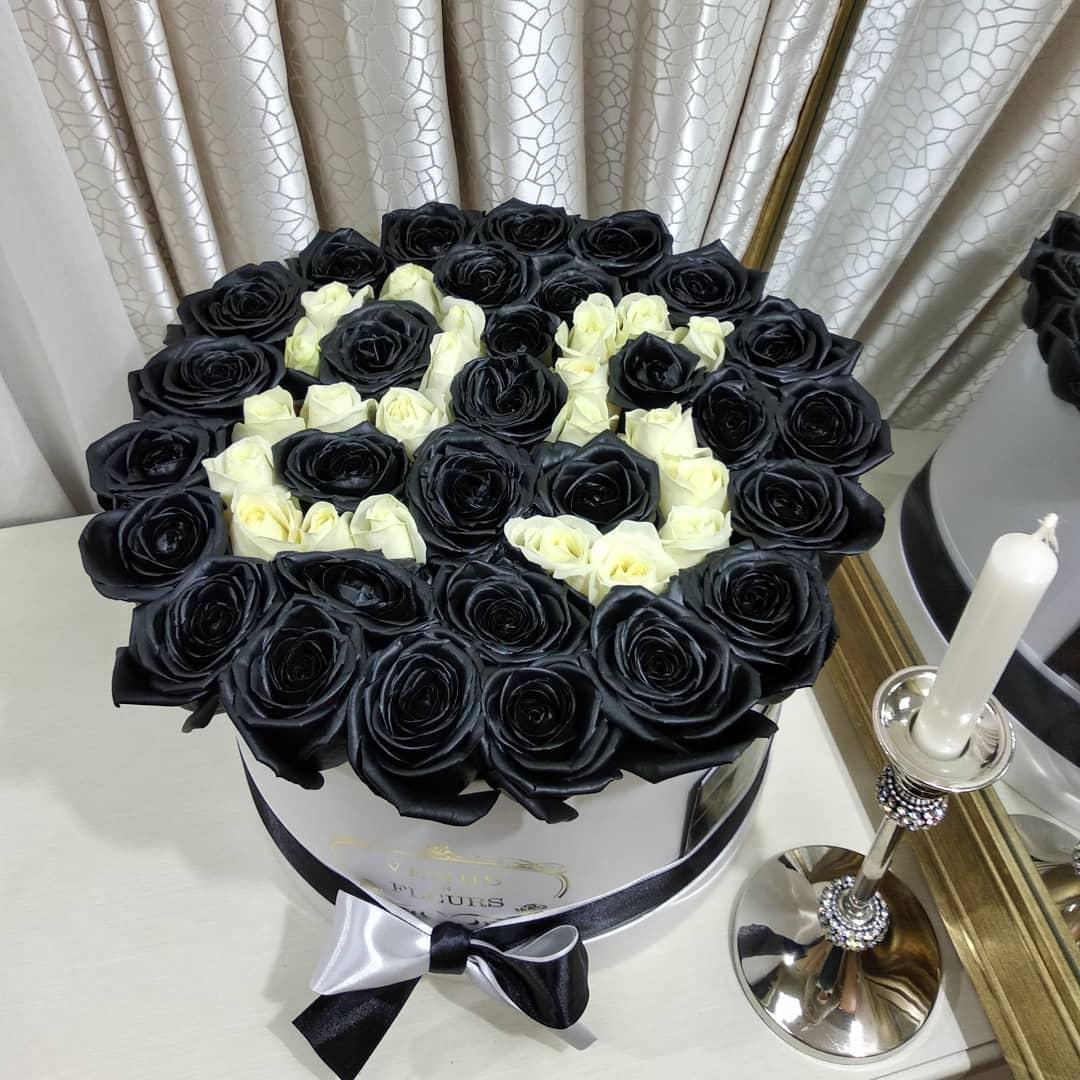 Черные розы с датой Розы с датой Белые Venus in Fleurs