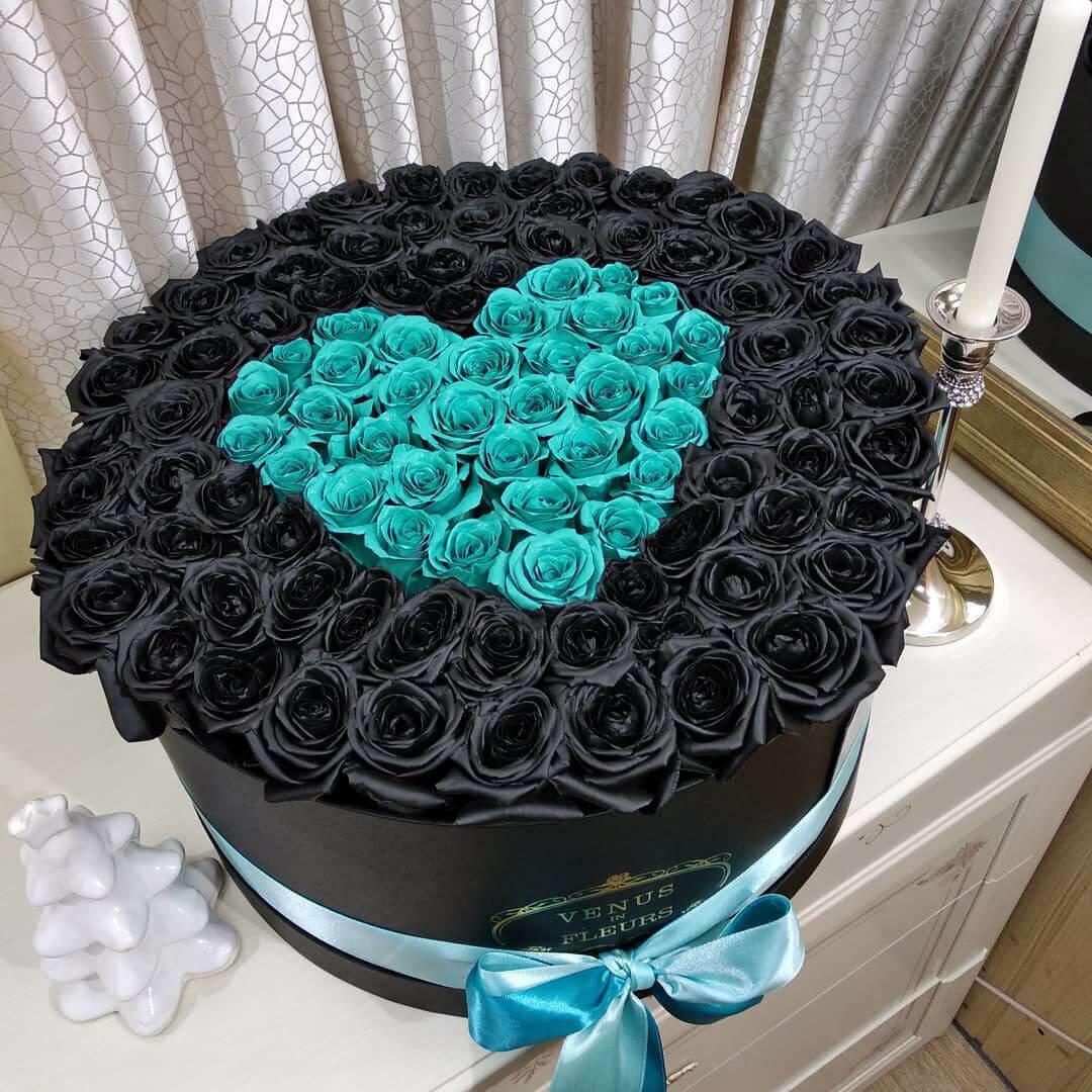Черные розы в коробке с бирюзовыми - сердце Розы в коробке Черные Venus in Fleurs