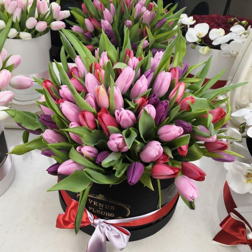 Фиолетовые тюльпаны Бизнес-букеты Розовые Venus in Fleurs