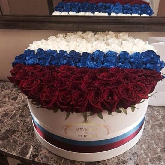 Флаг из роз - Россия Бизнес-букеты Красные Venus in Fleurs