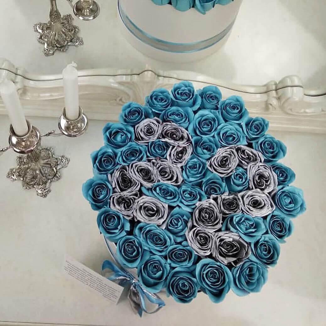 """Голубые розы в коробке """"With Date"""" Розы в коробке Голубые Venus in Fleurs"""