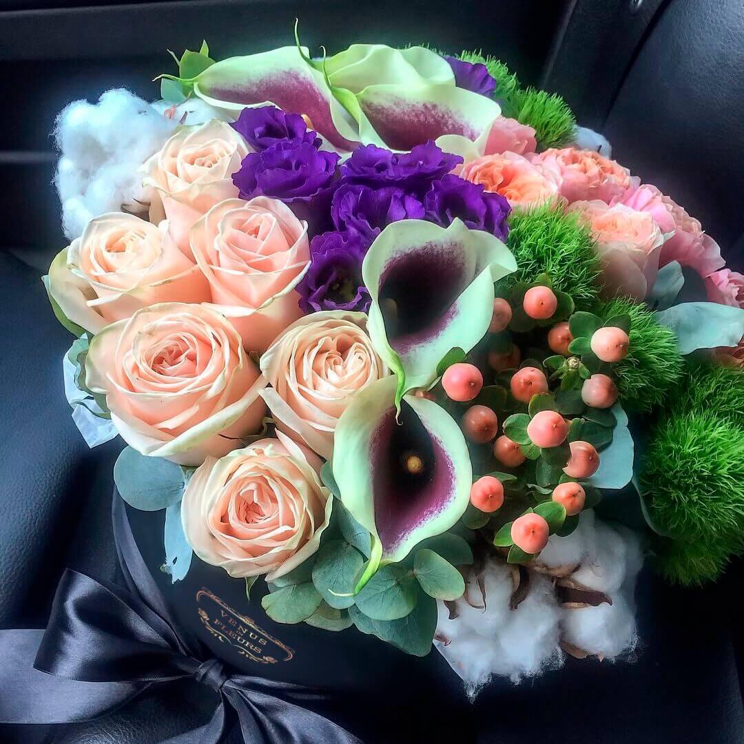 Каллы микс Цветы в коробке Розовые