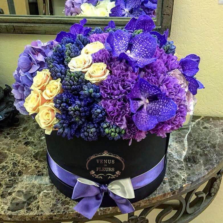 Комбинированный букет из гортензий ВИП букеты Синие Venus in Fleurs