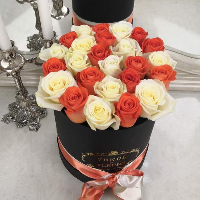 Коралловые розы с белыми Розы в коробке Белые