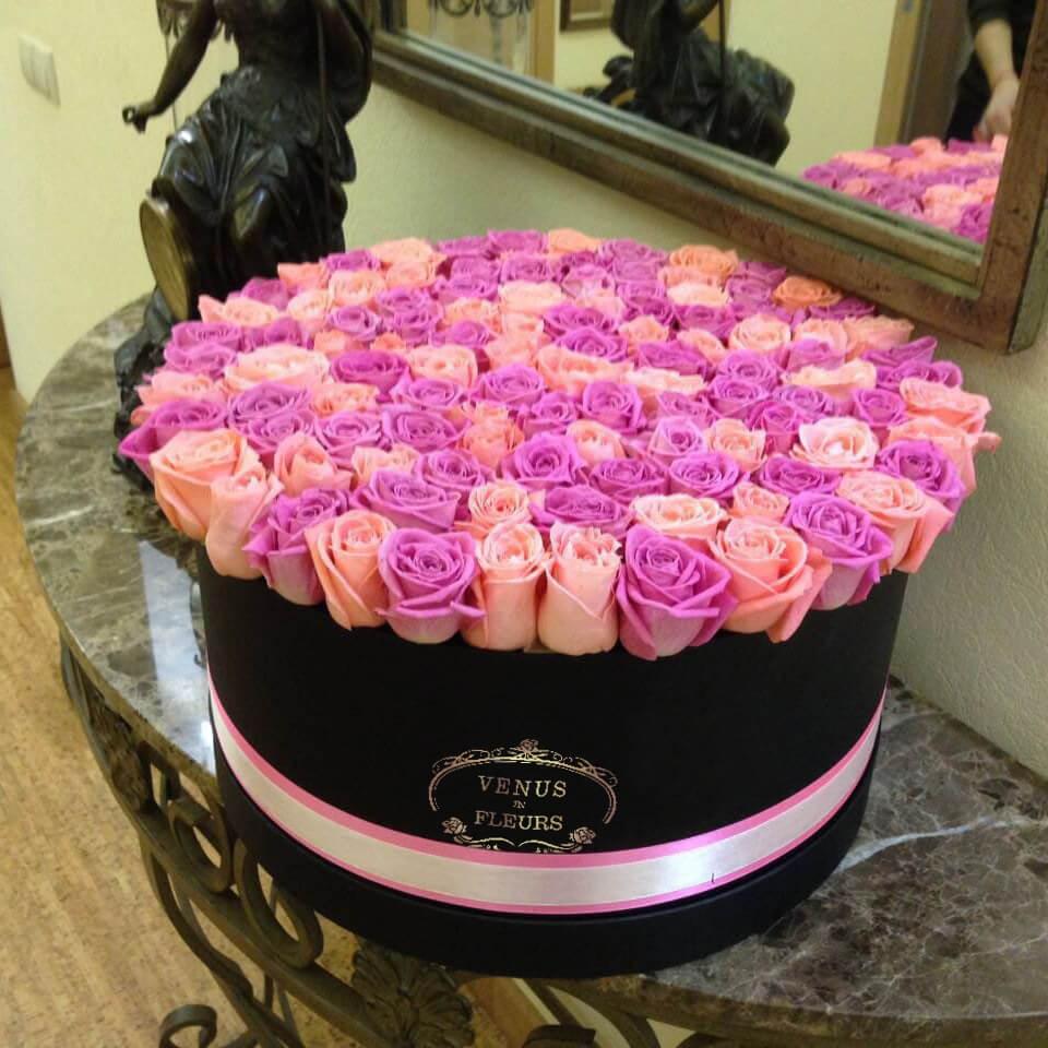 Микс из розовых роз Розы в коробке Розовые