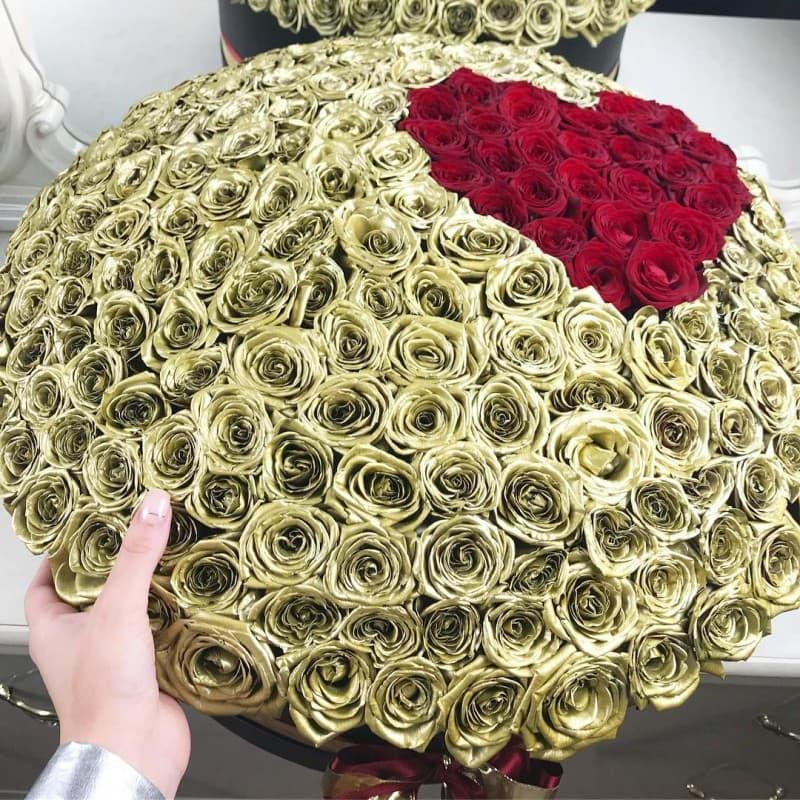 Новинка цветов ВИП букеты Красные Venus in Fleurs