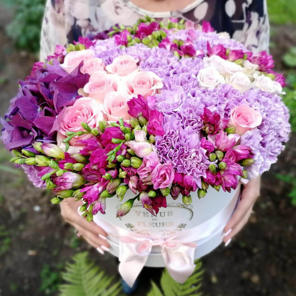 Очаровательный букет ВИП букеты Розовые Venus in Fleurs