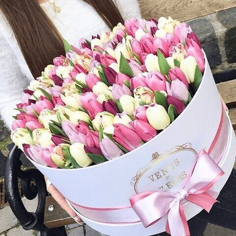 Огромный букет тюльпанов Цветы в коробке Розовые Venus in Fleurs