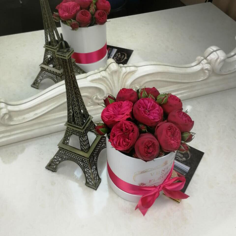 Пионовидные розы красные в коробке Розы в коробке Красные Venus in Fleurs